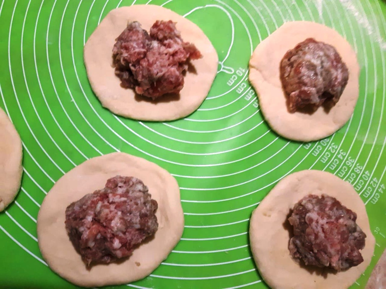 Рецепт: беляши с мясом из дрожжевого теста в духовке