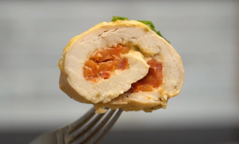 Диетическое меню: острые куриные рулеты с творожно-сырной начинкой
