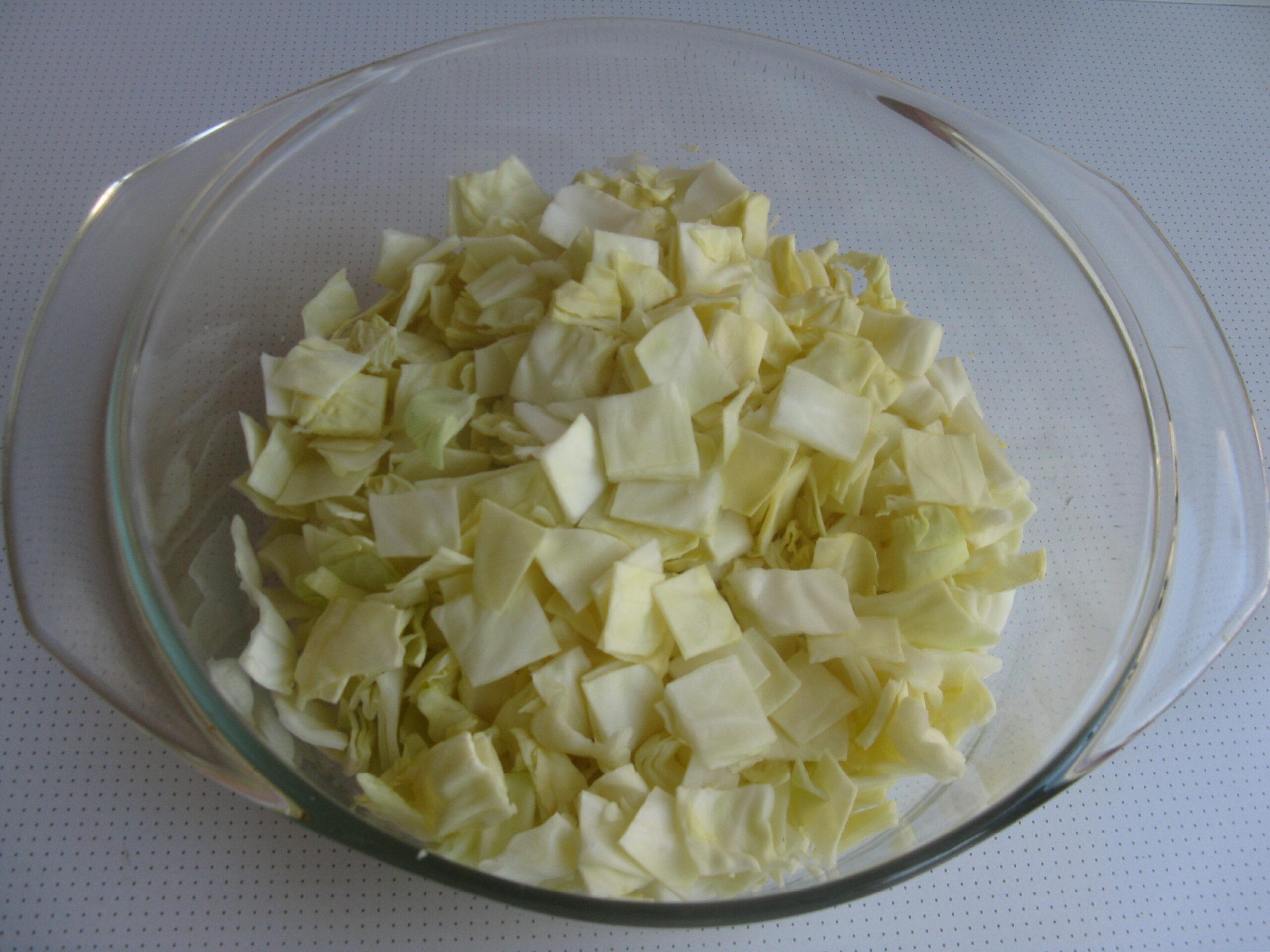 Ароматный салат из свежей капусты