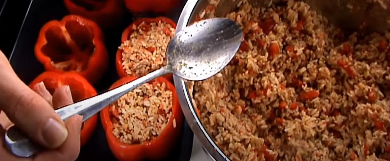 Фаршированный перец с острой начинкой риса, мяса, помидоров, красной фасоли, кукурузы — вкусный рецепт!