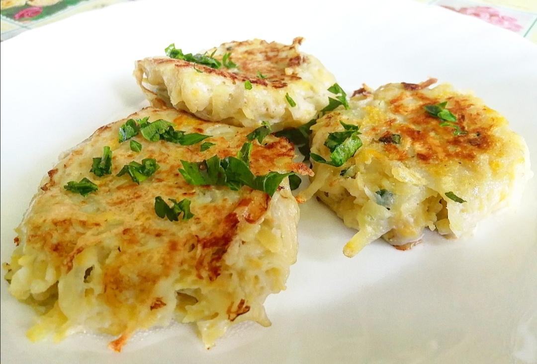Рецепт картофельно-кабачковых котлеток с чесноком, петрушкой и яйцом