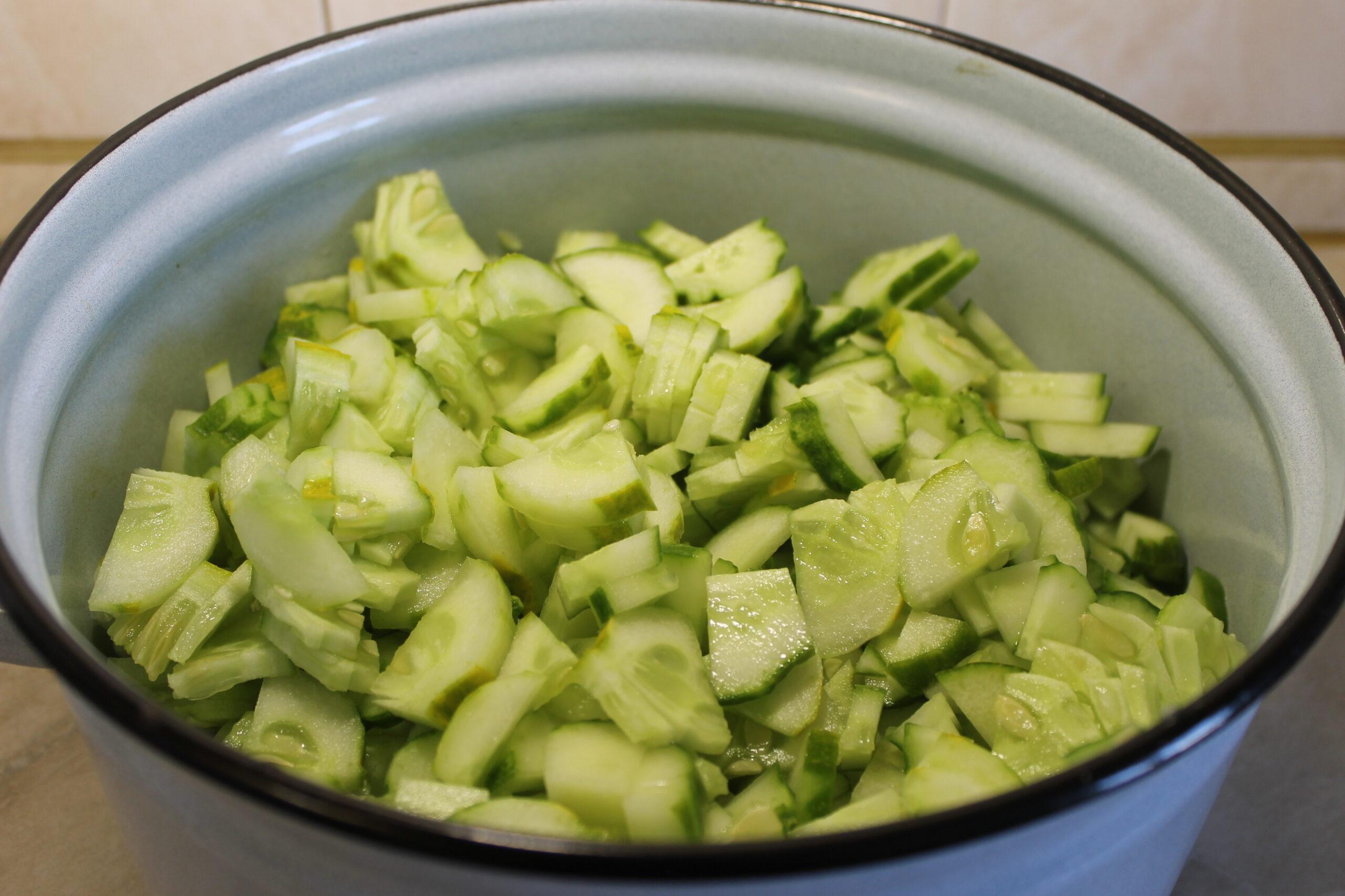 Резанные огурцы с чесноком, рецепт на зиму