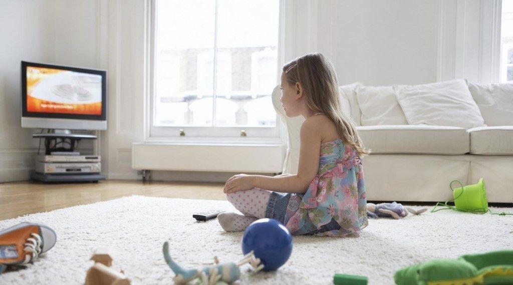 Как и сколько можно смотреть телевизор ребенку?