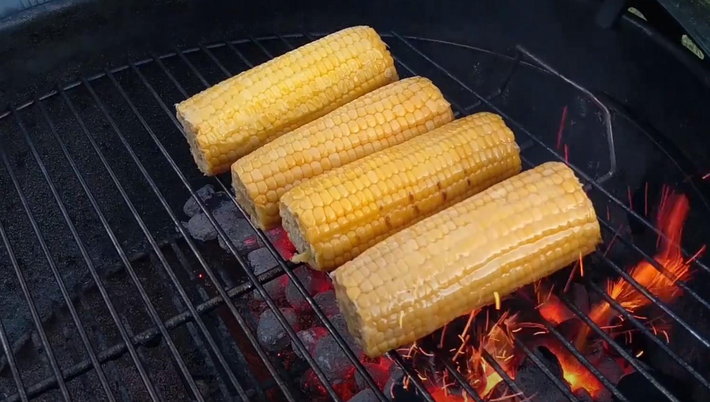 Салат «Деревенский» с кукурузными початками