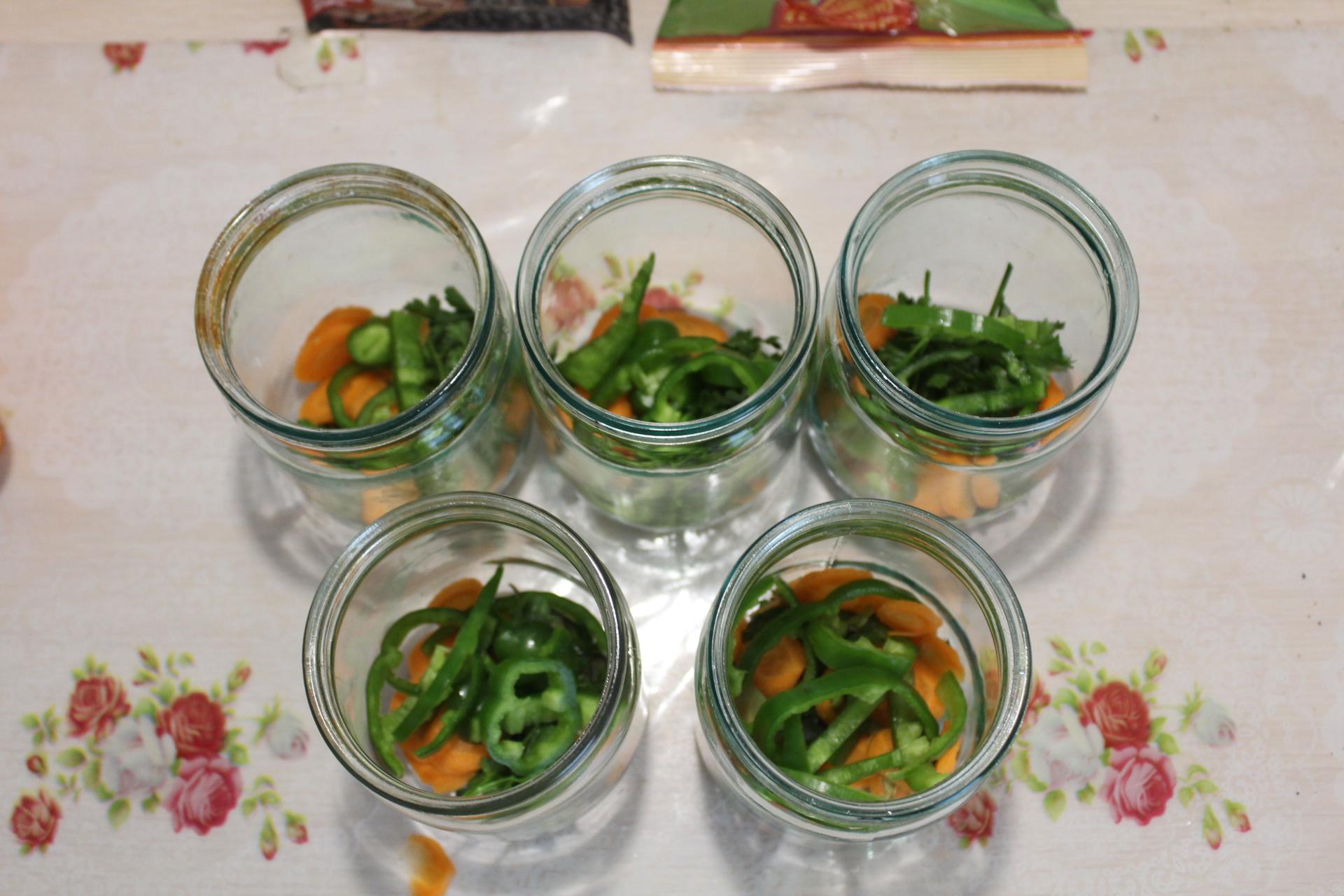 Консервированные помидоры с болгарским перцем и морковью