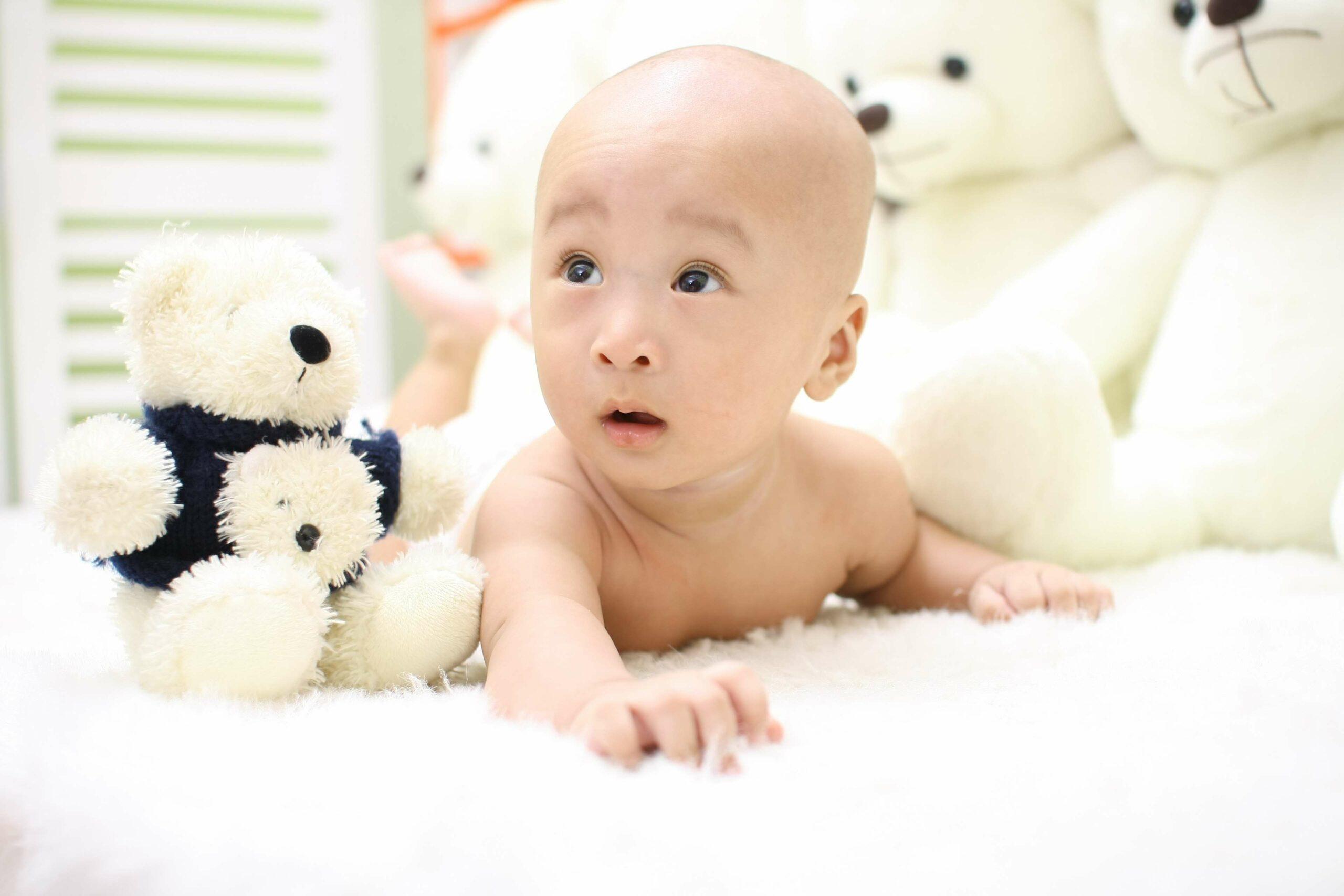 Как одевать малыша в первый месяц жизни?