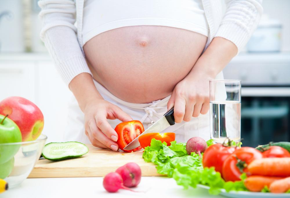 Какие витамины стоит принимать во время беременности?