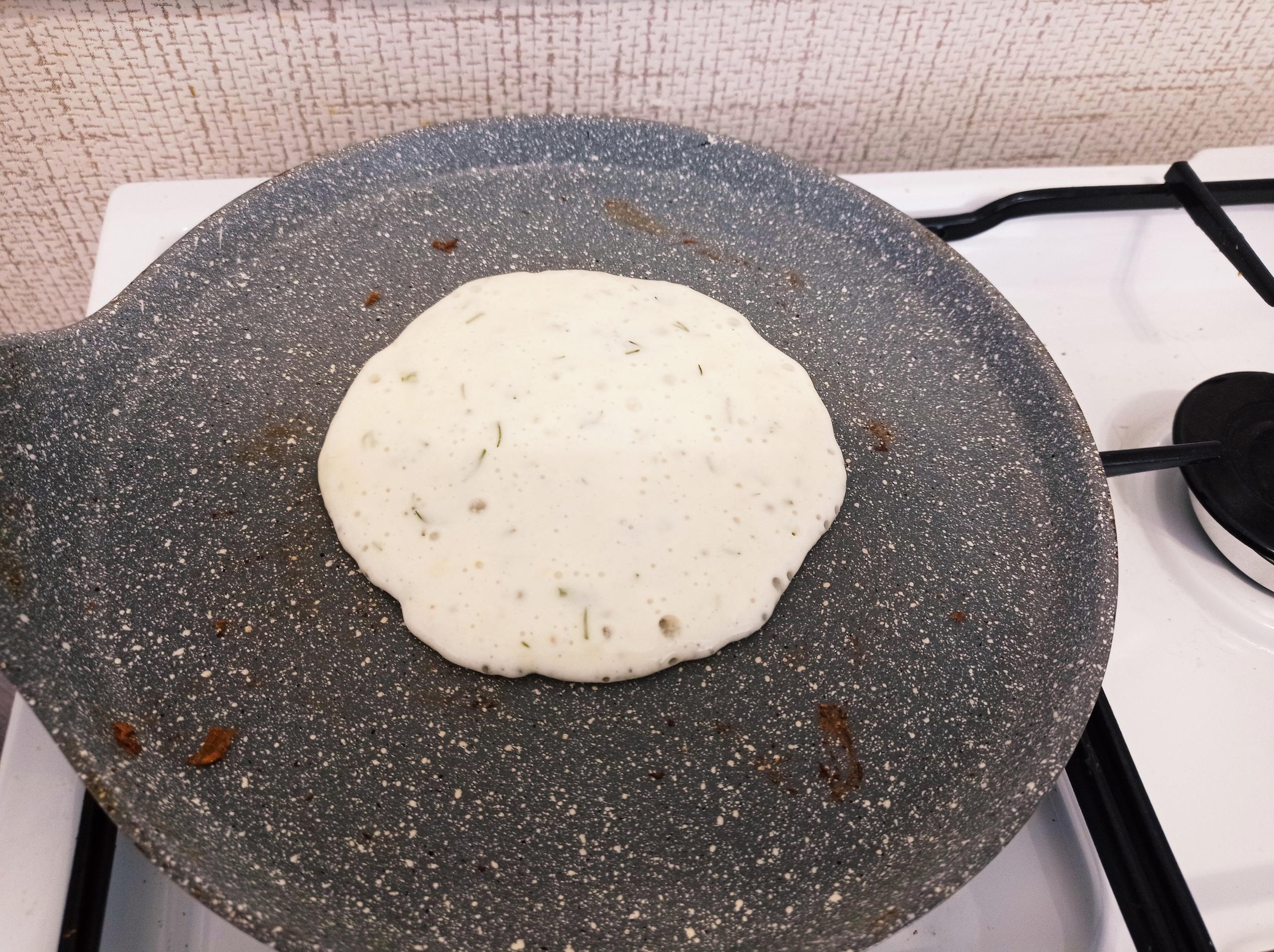 Оладьи с начинкой из сыра и колбасы — простой и сытный завтрак за 20 минут