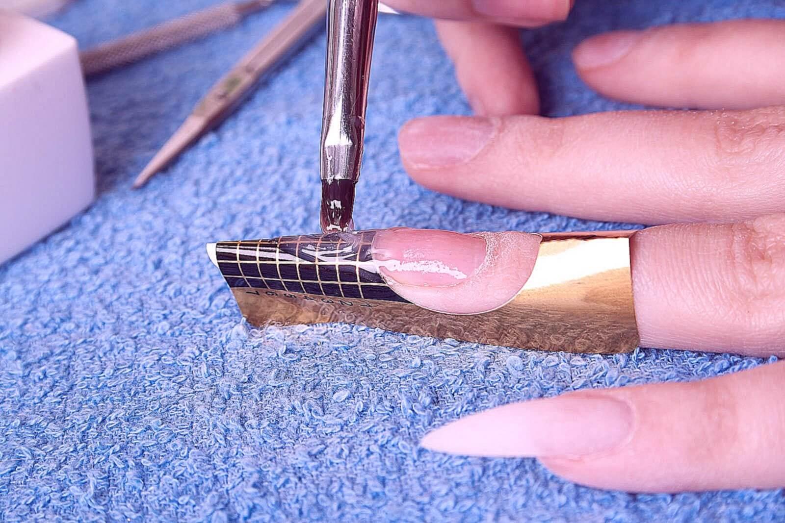 Плюсы и минусы наращивания ногтей