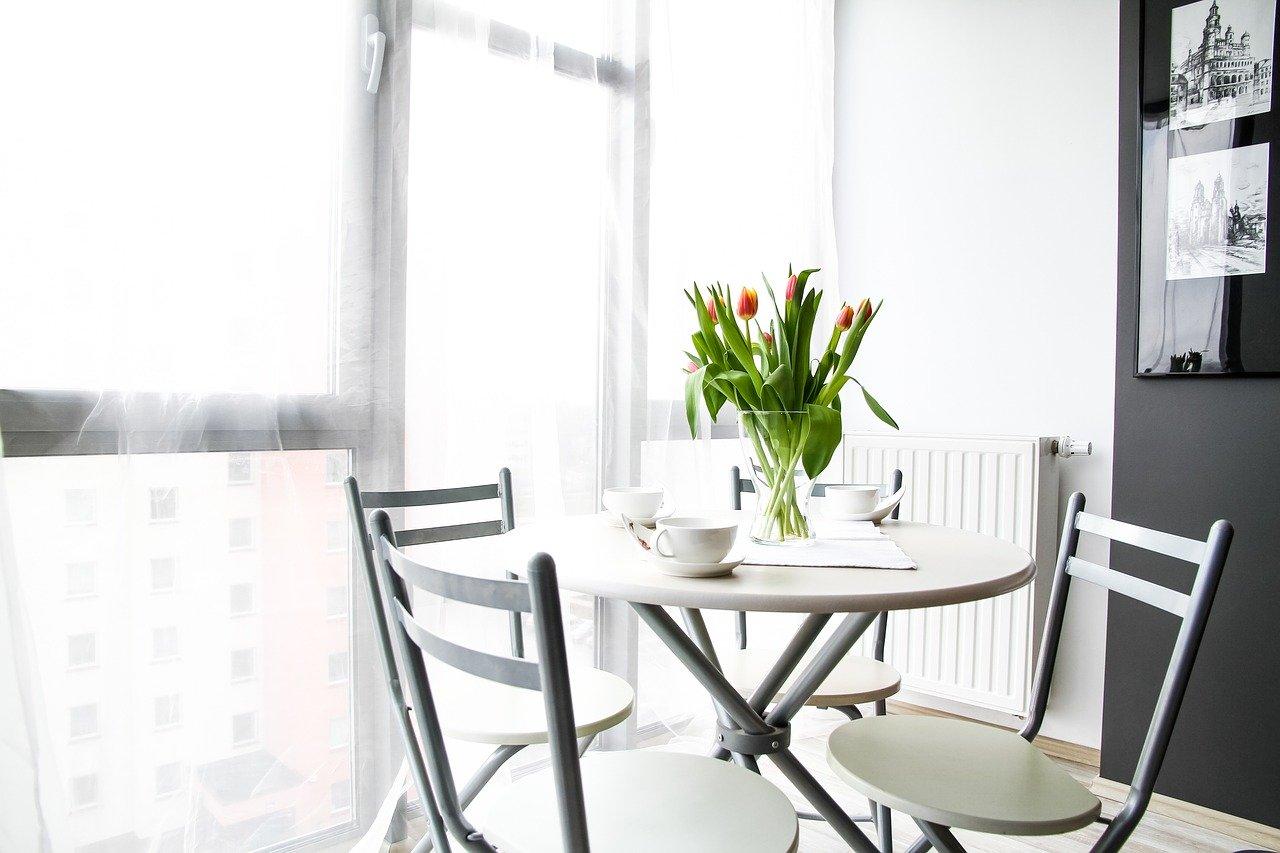 Тюльпаны в доме и в саду