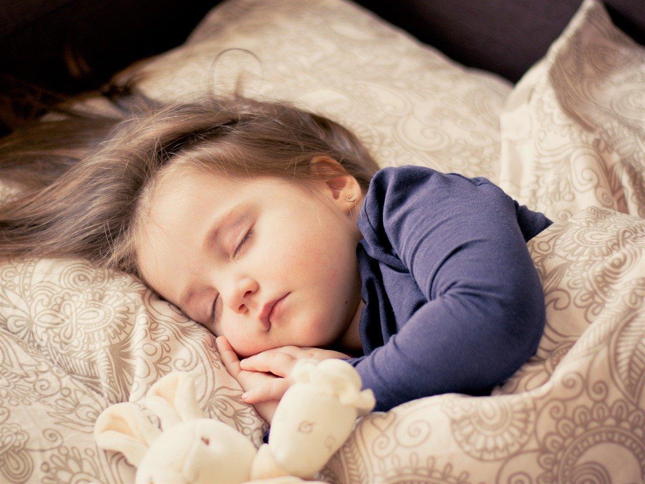В каком положении стоит спать малышу?