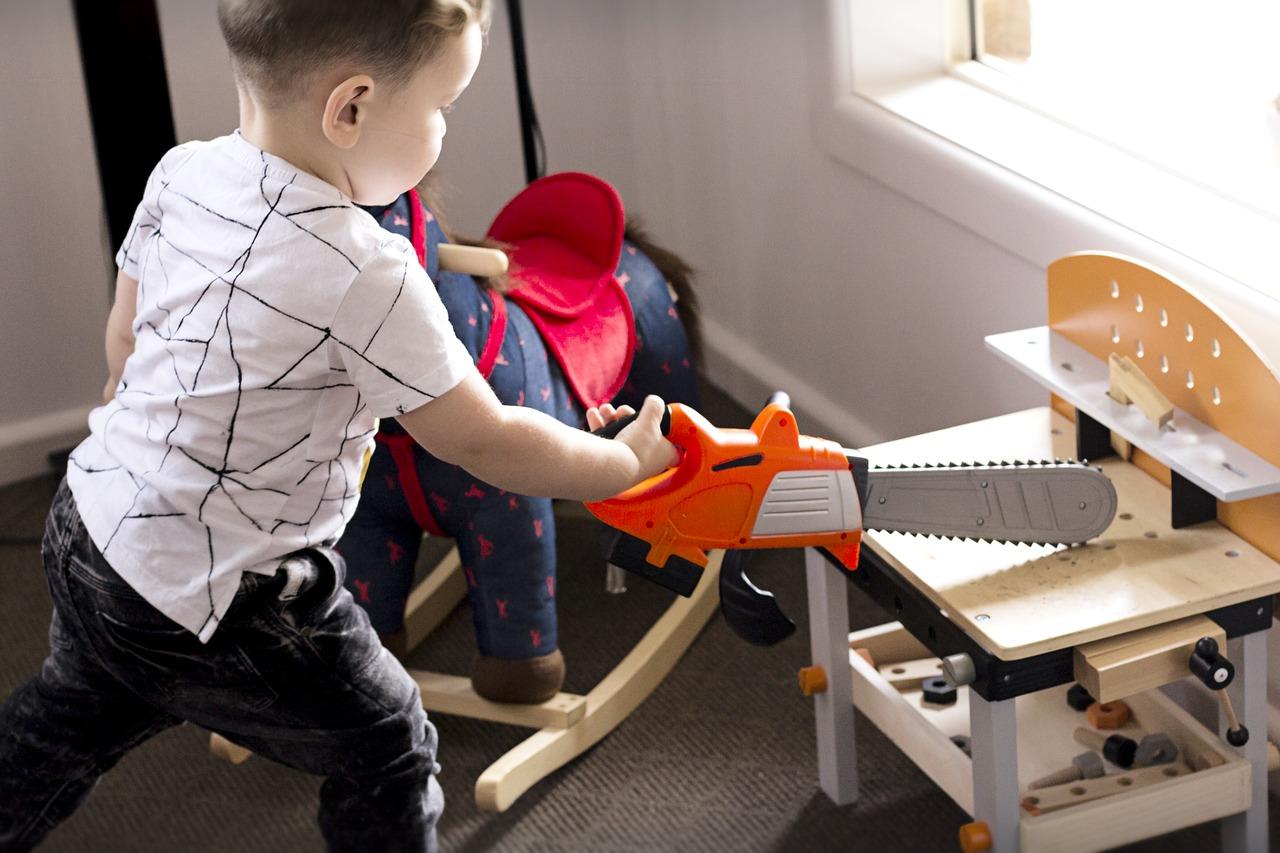 3 способа заставить ребенка убирать за собой игрушки без слез и нервов