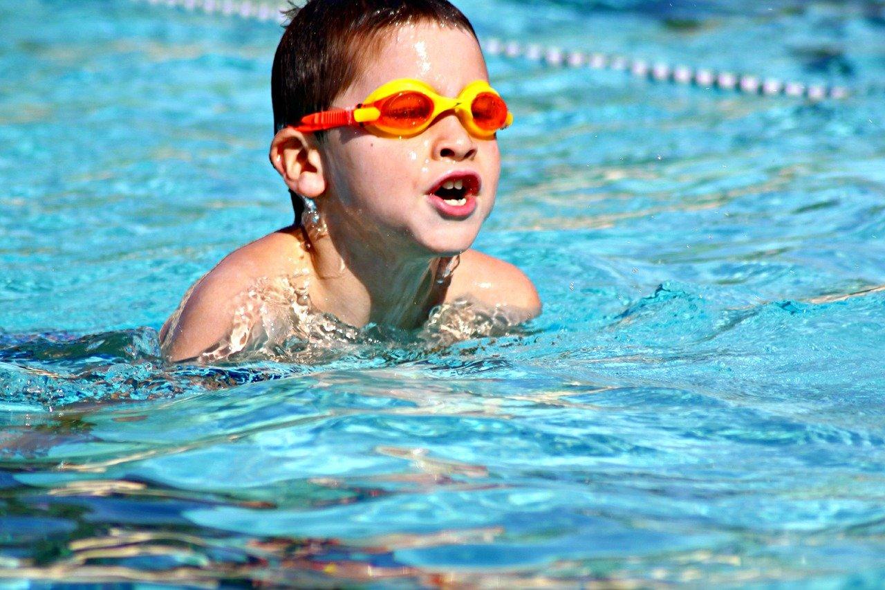 Почему плавание полезно для ребенка?