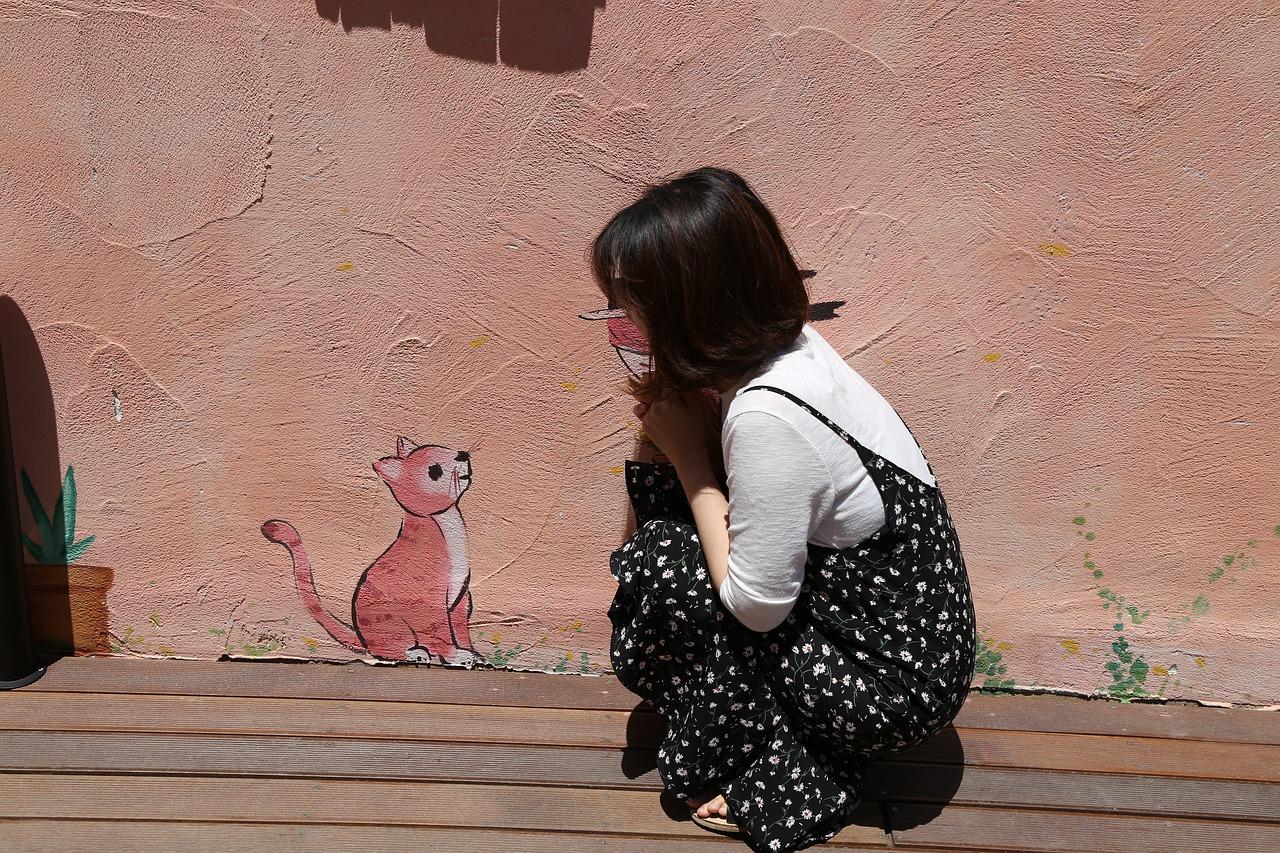 Что говорит о женщине ее отношение к кошкам
