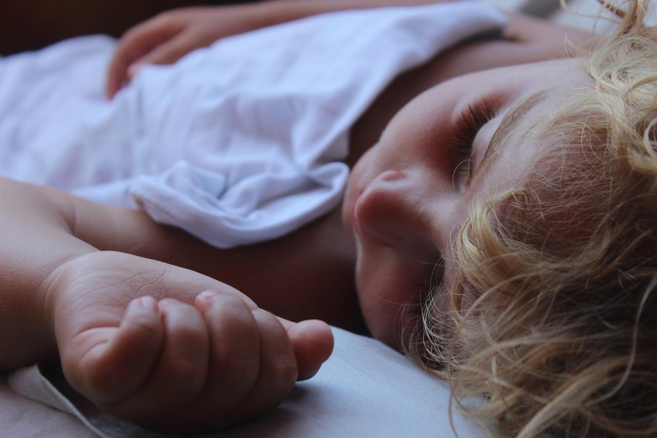 Как научить ребенка самостоятельно просыпаться?