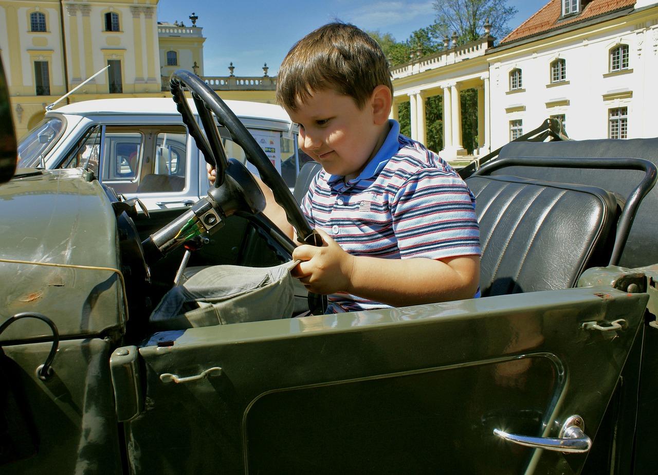 Когда ребенок может путешествовать на переднем сиденье автомобиля в автокресле?