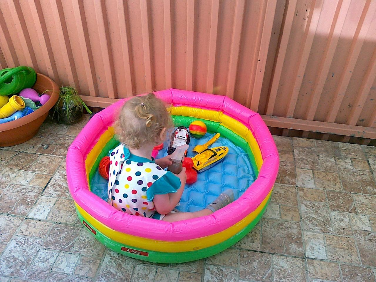 Как выбрать детский надувной бассейн?