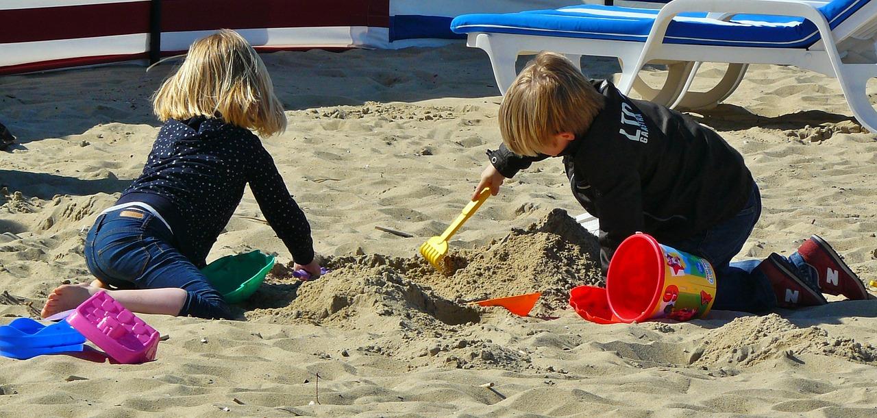 Почему вашему ребенку важно играть с игрушками?