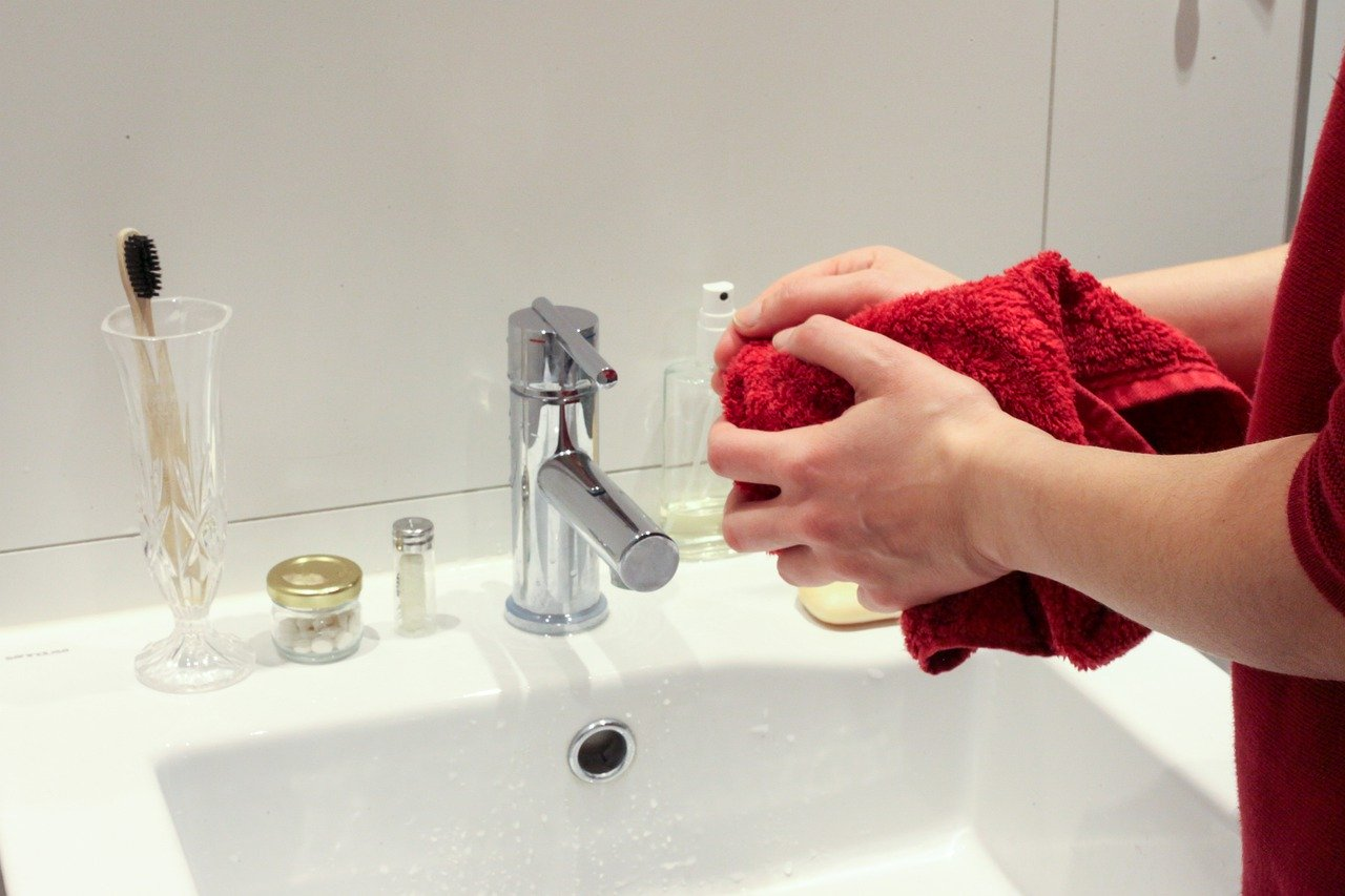 Как победить коронавирус: использовать антибактериальный гель или мыло?