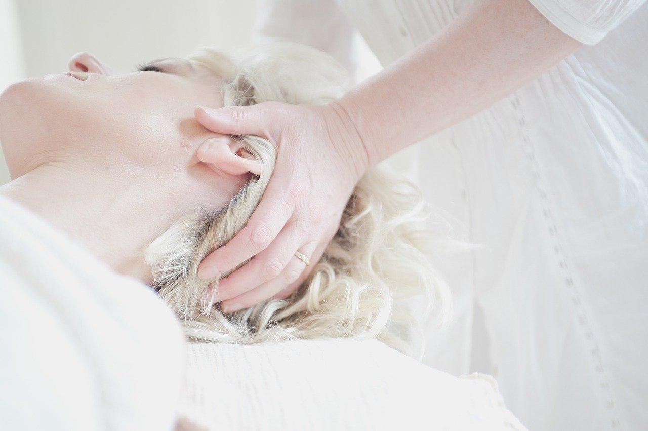 Зачем нужен массаж головы?
