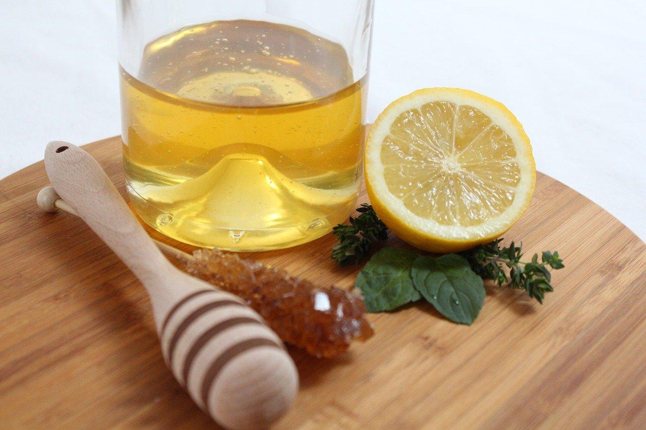 Мед и лимон помогут от черных точек