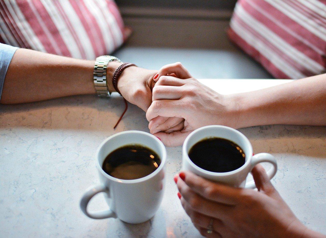 Чай или кофе? Как напиток влияет на здоровье и кожу?