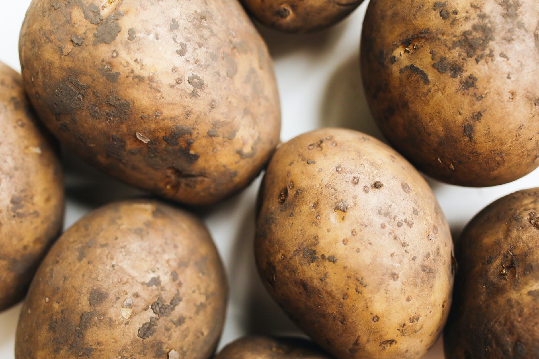 Картофельная кожура против седых волос