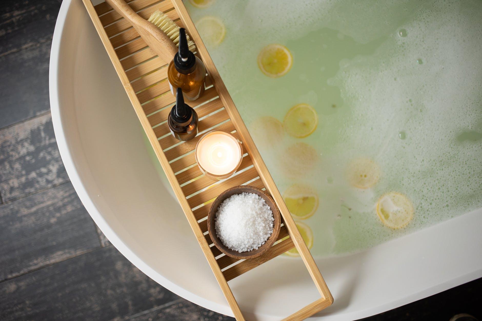 Чем полезна ванна с солью?