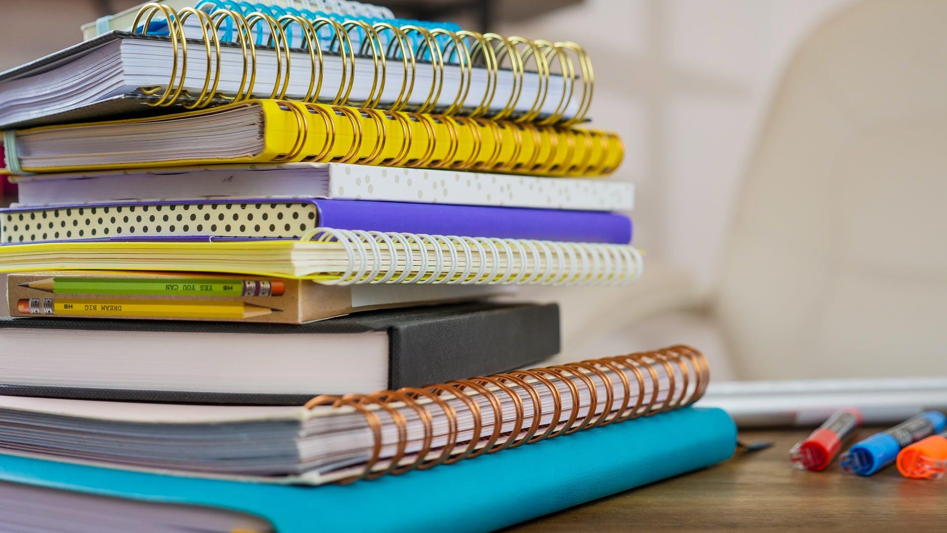 Канцтовары для школы: как собрать школьника в первый класс