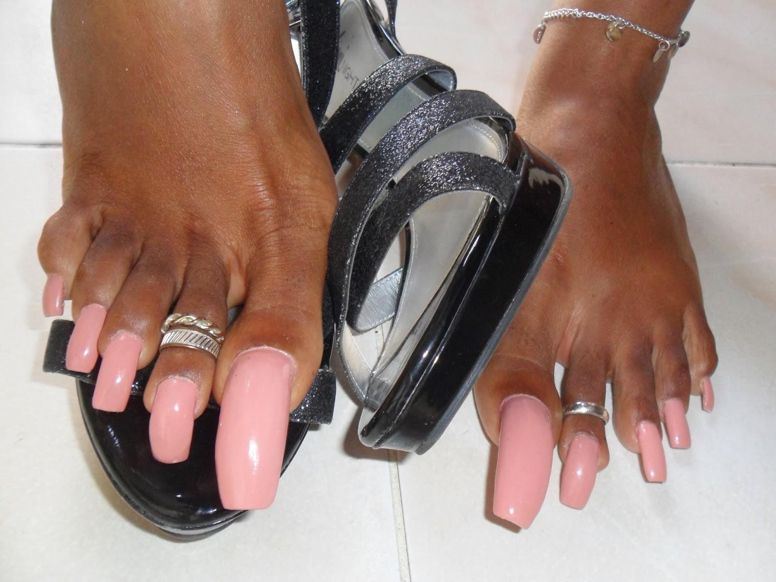 Длинные ногти на ногах - мода этого лета