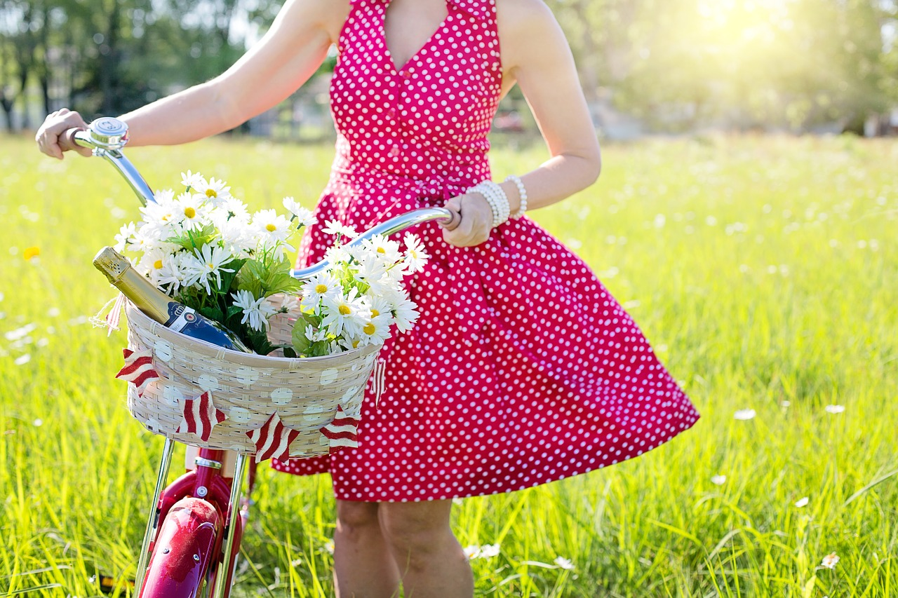 Почему девушкам следует носить платья?