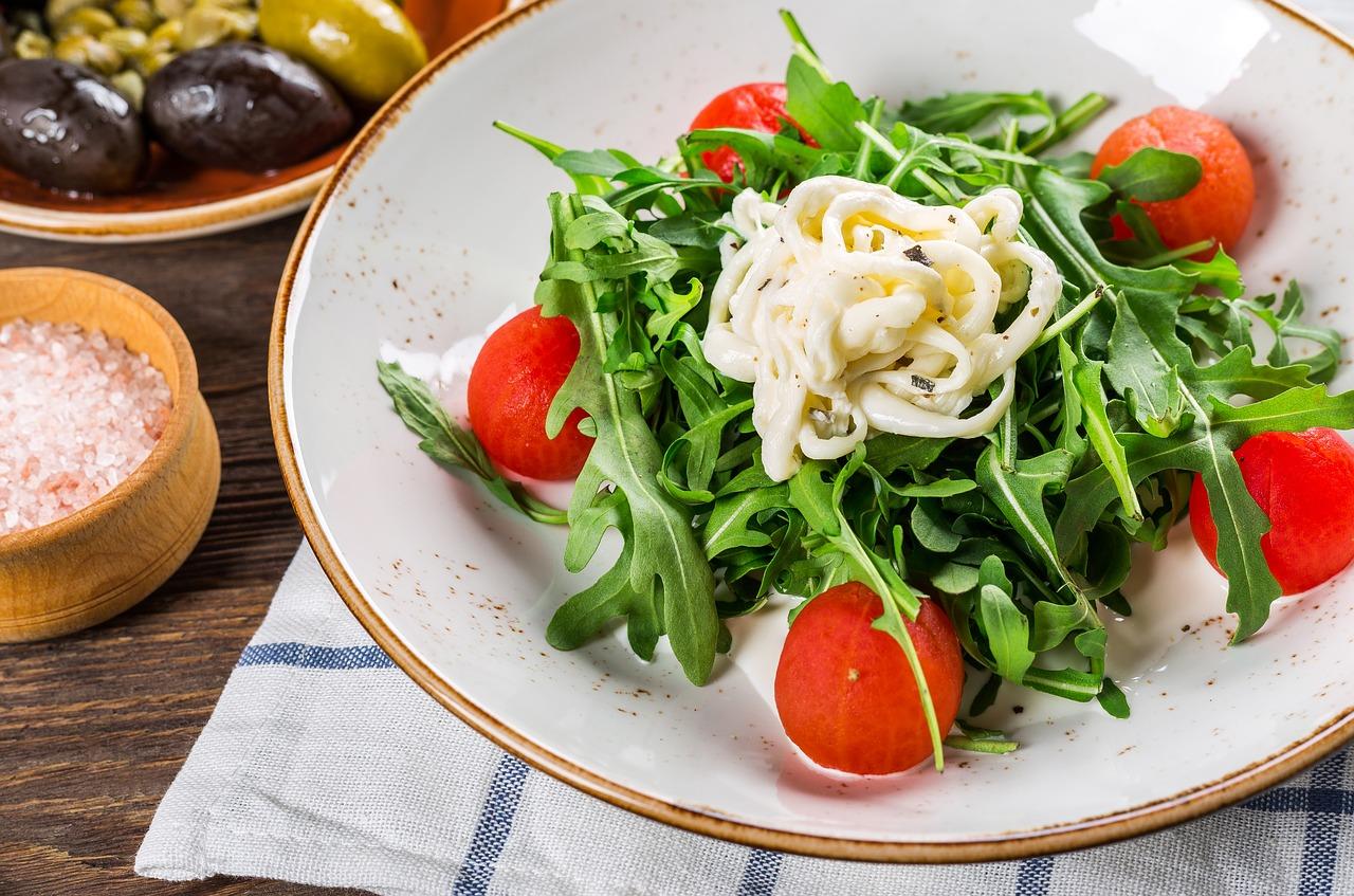 Как томат влияет на человеческий организм: польза и противопоказания овоща