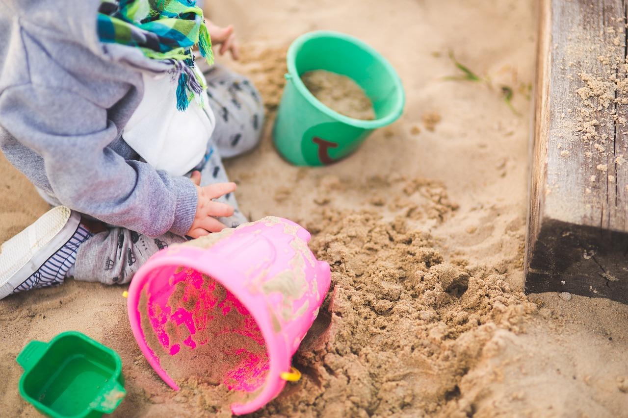 5 пошаговых действий, как забрать ребенка из песочницы без истерик и слез