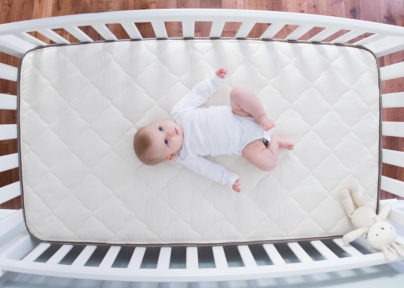 Матрас для новорожденного. Как выбрать и как следить?